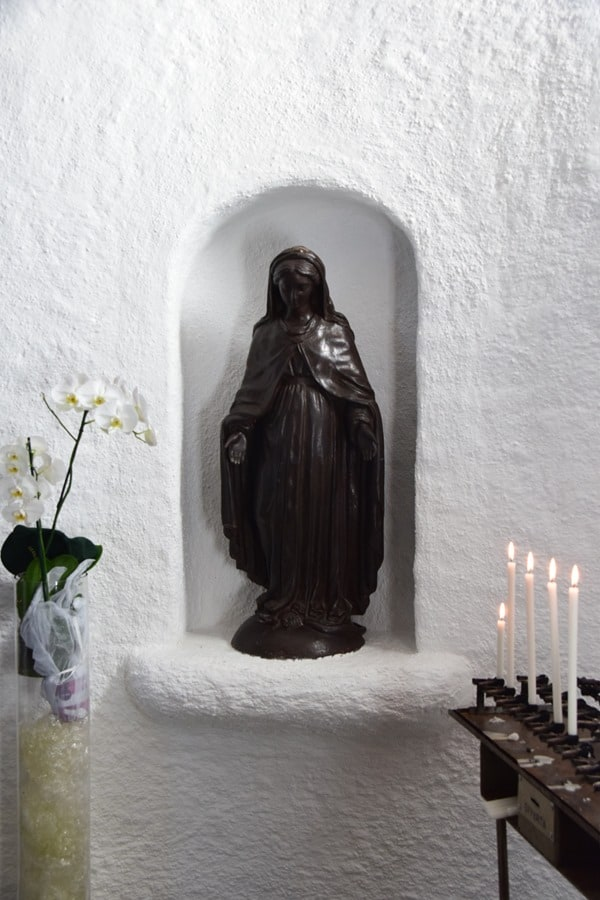 Porto Cervo Kirche Stella Maris Madonna Statue Costa Smeralda Palau Sardinien Italien