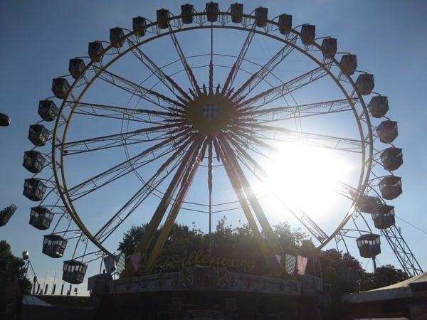 08_Riesenrad-Sommer-im-Park-Olympiapark-Muenchen-Bayern