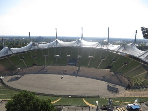09_Olympiastadion-aus-dem-Riesenrad-Sommer-im-Park-Olympiapark-Muenchen-Bayern