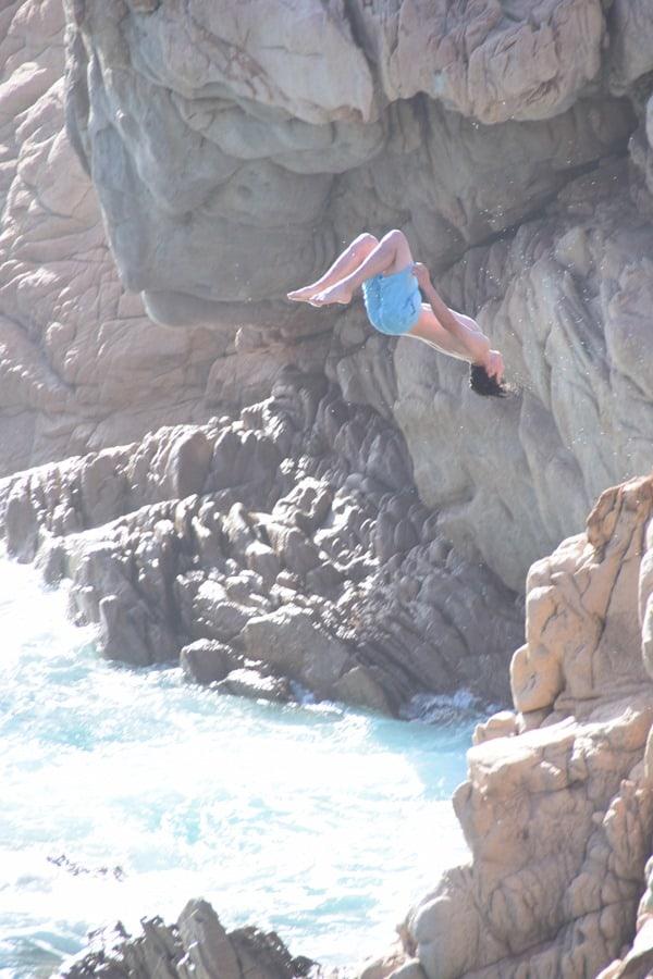 Kippenspringer Rückwärtssalto Strand Li Cossi Costa Paradiso Sardinien Italien