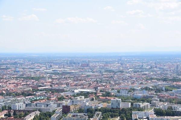 21_Frauenkirche-vom-Olympiaturm-Olympiapark-Muenchen-Bayern
