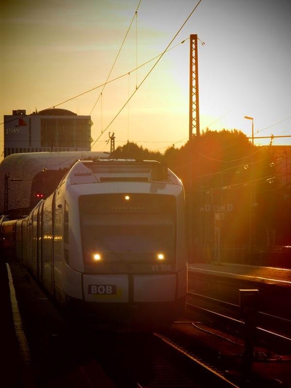 24_Heimfahrt-BOB-Sonnenuntergang-Hauptbahnhof-Muenchen