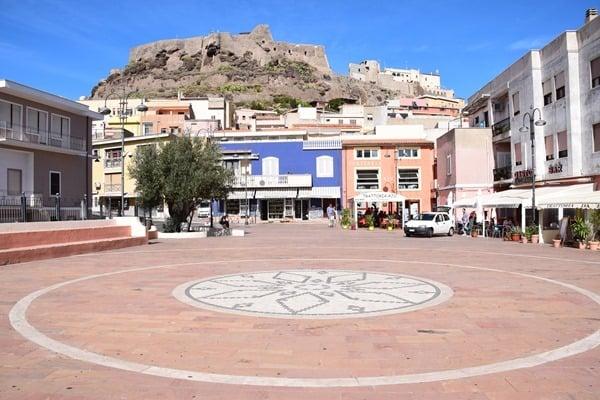 Castelsardo Sardinien Dorfplatz Marktplatz Italien