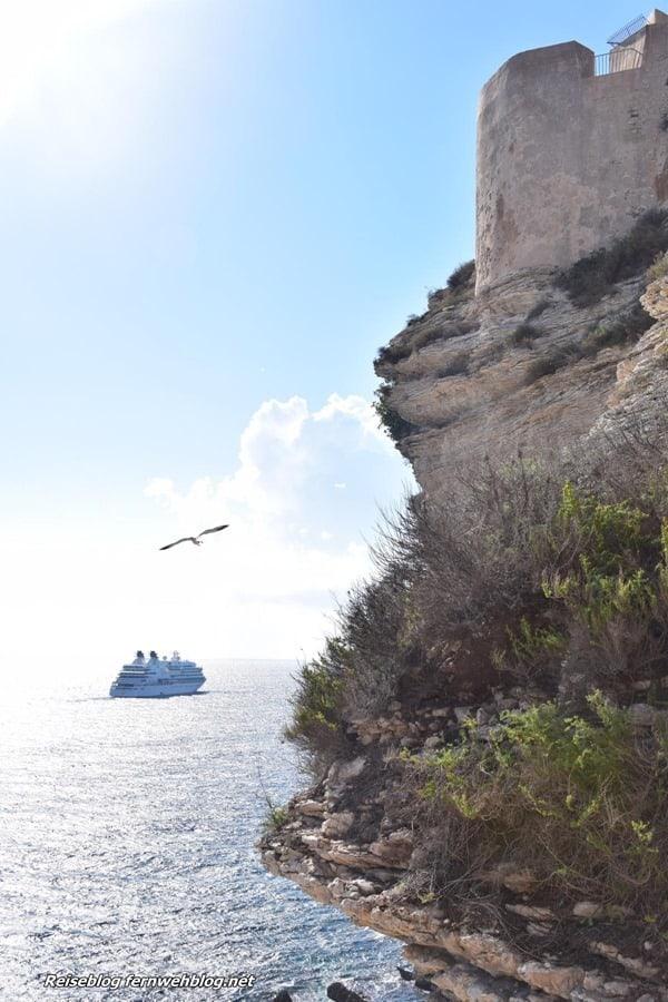 08_Wallpaper-Kreuzfahrtschiff-Seabourn-Sojourn-vor-Festung-Bonifacio-Korsika-Frankreich-hochformat-Handy-Smartphone