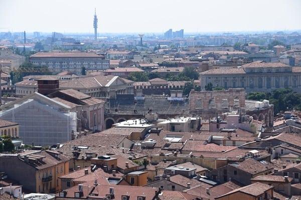 Verona Sehenswürdigkeiten Aussicht Torre dei Lamberti Arena di Verona Italien