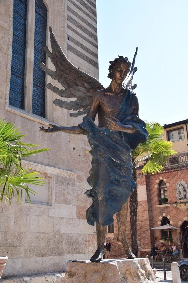 Verona Sehenswürdigkeiten Engel Kirche Kathedrale Cattedrale di Verona Italien