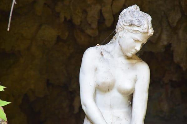 16_Statue-einer-Sklavin-Botanischer-Garten-Hanbury-Ventimiglia-Ligurien-Italien-Blumenriviera