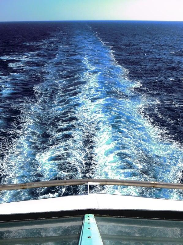 21_Kielwasser-Kreuzfahrtschiff-Royal-Caribbean-Vision-of-the-Seas-Kletterwand