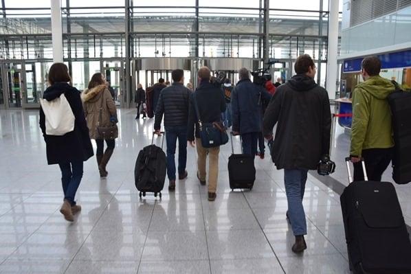 Auf-dem-Weg-zum-Abflug-Flughafen