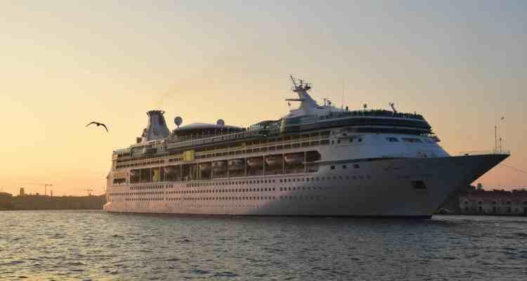 0 Kreuzfahrtschiff Vision of the Seas Venedig Italien Sonnenuntergang