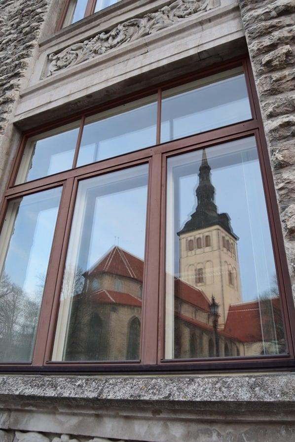 13_Spiegelung-St.Nicholas-Kirche-Tallinn-Estland-Baltikum