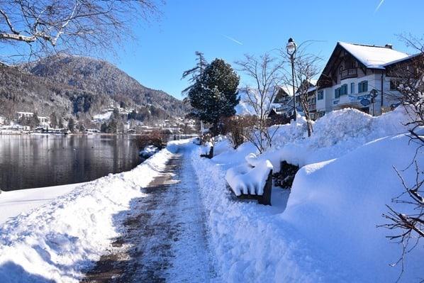 13_Spaziergang-Schnee-Winter-Rottach-Egern-Tegernsee-Bayern-Deutschland