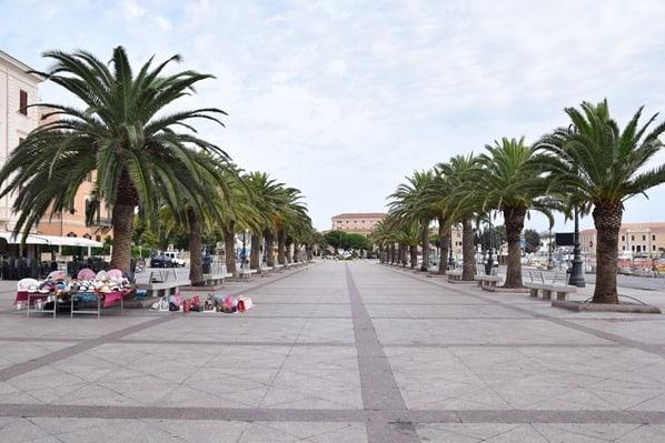 La Maddalena Sardinien Uferpromenade Stadt Italien Mittelmeer
