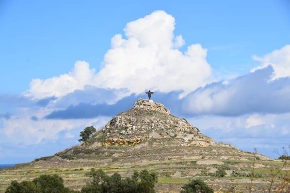 Gozo Malta Wandern Sehenswürdigkeiten Landschaft Christus Statue Tas Salvatur