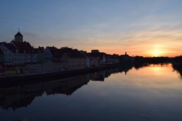 Regensburg Sehenswürdigkeiten Donau Sonnenuntergang Bayern Deutschland
