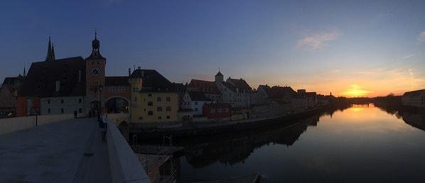 Regensburg Sehenswürdigkeiten Sonnenuntergang Donaupanorama Steinerne Brücke