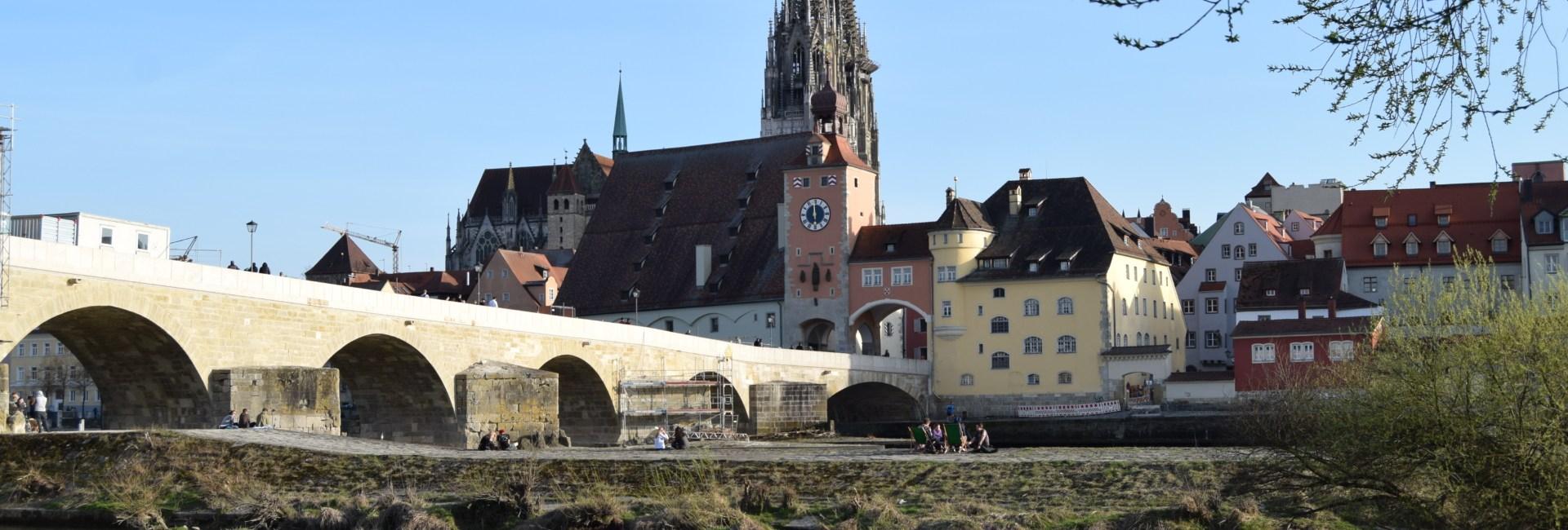 Regensburg Sehenswürdigkeiten Donaupanorama Steinerne Brücke Städtereise Bayern