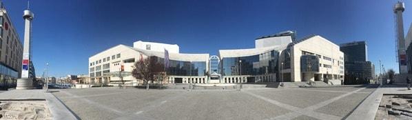 flusskreuzfahrt donau kreuzfahrt Panorama Slowakisches Nationaltheater Braitslava Slowakei