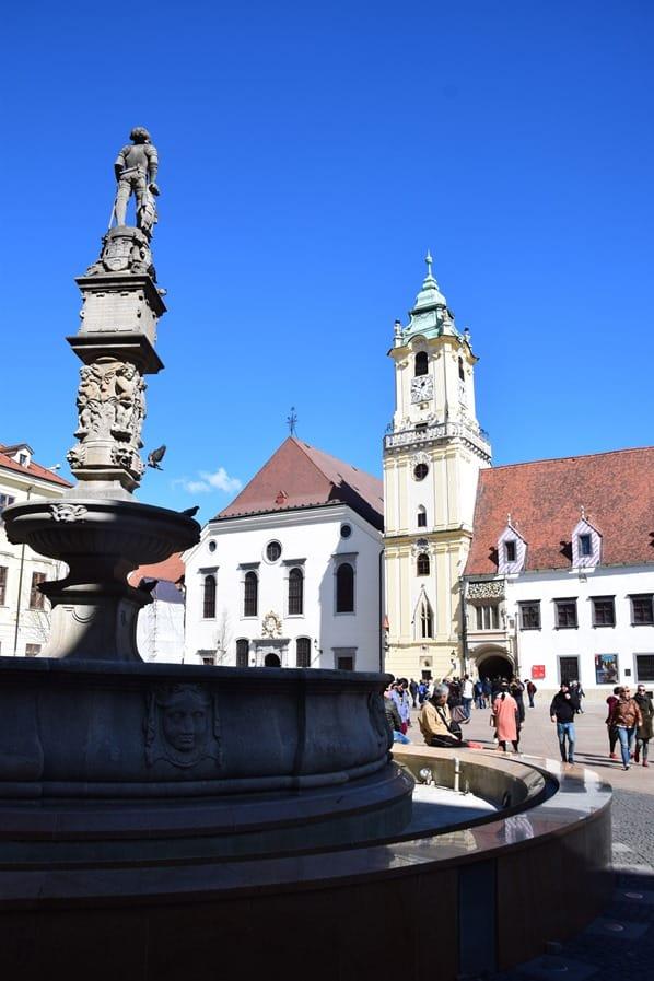 Hauptplatz Altstadt Maximiliansbrunnen Braitslava Slowakei flusskreuzfahrt donau kreuzfahrt