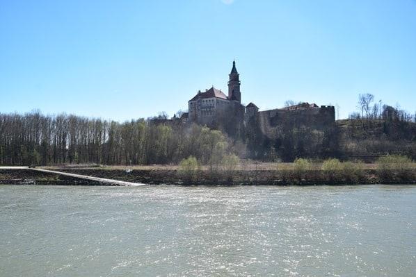 arosa Flusskreuzfahrt Donau Fluss Burg Österreich