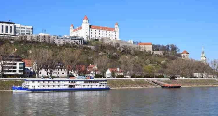 donau kreuzfahrt a-rosa flusskreuzfahrt Bratislava Hrad Slowakei