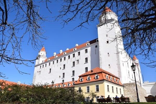 Burg Hrad Pressburger Burg Wahrzeichen Braitslava Slowakei flusskreuzfahrt donau kreuzfahrt