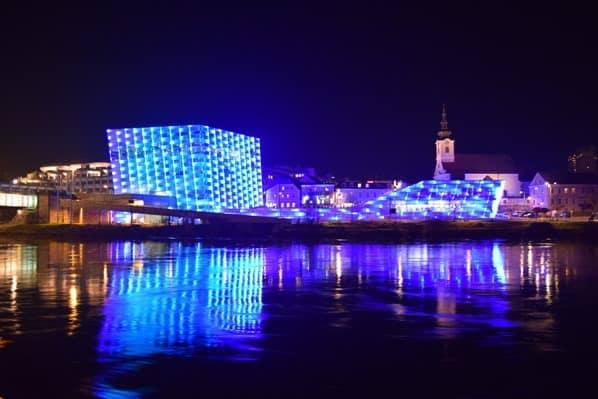 Ars Electronica Center Linz nachts Österreich arosa Flusskreuzfahrt
