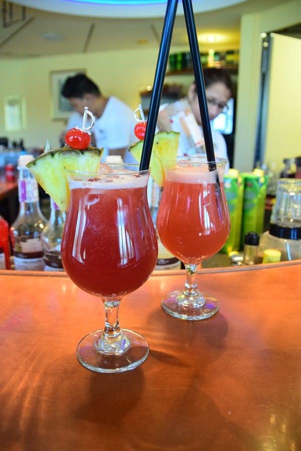 Donau Kreuzfahrt Cocktails Flusskreuzfahrt a-rosa bella Bar schöne Zeit