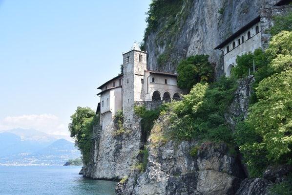 Santa Caterina del Sasso Eremitenkloster Lago Maggiore Langensee Lombardei Italien
