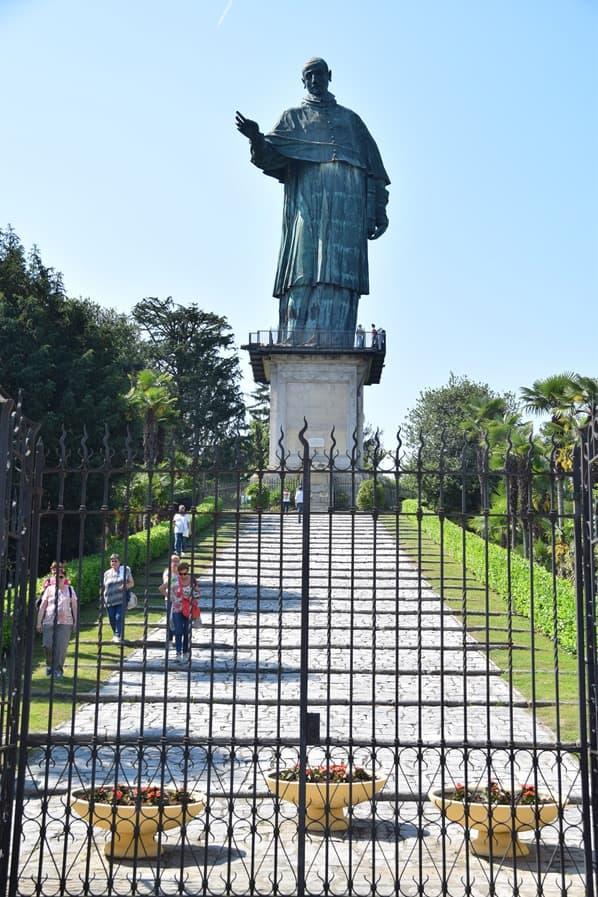 Arona Lago Maggiore Sehenswürdigkeiten Statue San Carlo Borromeo Italien