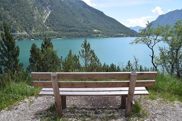 Gaisalm Achensee wandern Wanderweg Bank Tirol Österreich