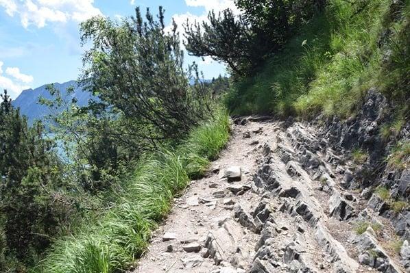 Gaisalm Achensee wandern felsiger Wanderweg Tirol Österreich