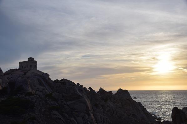 18_verlassener-Militaerstuetzpunkt-im-Sonnenuntergang-am-Capo-Testa-Sardinien-Italien