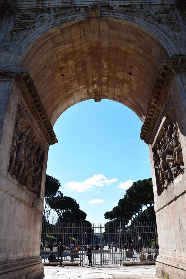 07_Aussicht-Tor-Kolosseum-Colosseo-Citytrip-Rom-Italien