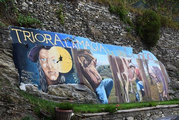 Triora Ortsschild Hexendorf Ligurien Italien