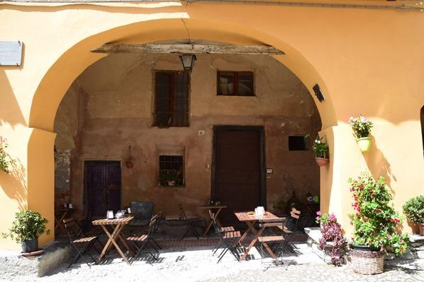 Triora Cafe Dorfplatz Hexendorf Ligurien Italien