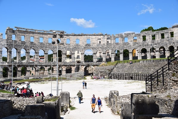 14_Innenraum-Amphitheater-Pula-Arena-Istrien-Kroatien