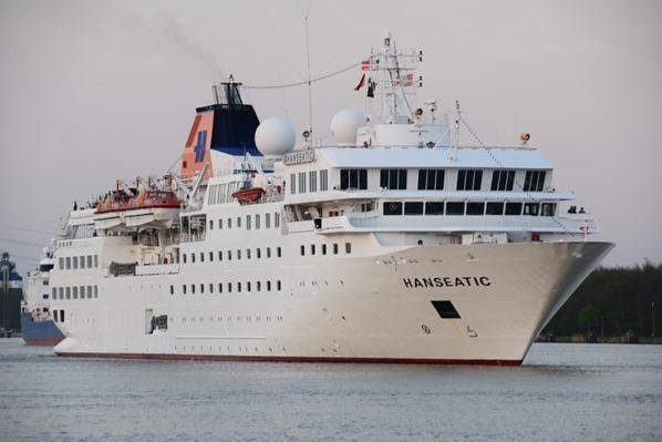 Schleswig Holstein Kreuzfahrtschiff HLKF Hanseatic Nord-Ostsee-Kanal Schleuse Brunsbüttel Dithmarschen Nordsee Urlaub