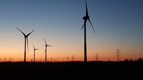 Schleswig Holstein Windpark Windräder Sonnenuntergang Dithmarschen Nordsee Urlaub