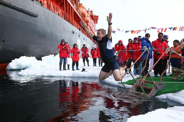 Polar-Punge-Eisbaden-am-Nordpol