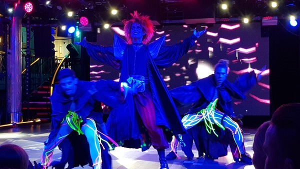 Entertainment Bühnenshow Dream Story Luxus-Fähre Tallink Silja Symphony Minikreuzfahrt Ostsee Baltikum
