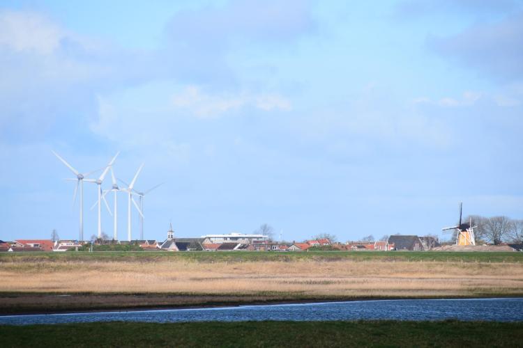arosa flusskreuzfahrt rhein ufer landschaft windmühle windrad a-rosa aqua