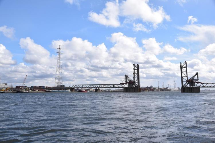 arosa flusskreuzfahrt rhein schelde hebebrücke hafen antwerpen a-rosa aqua