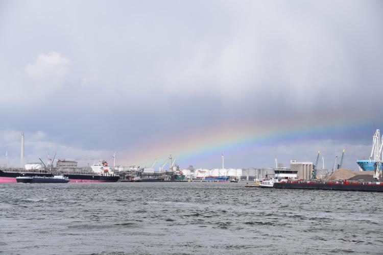 arosa flusskreuzfahrt rhein schelde regenbogen hafen antwerpen a-rosa aqua