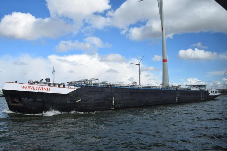 arosa flusskreuzfahrt rhein schelde lastkahn wervelwind antwerpen belgien a-rosa aqua