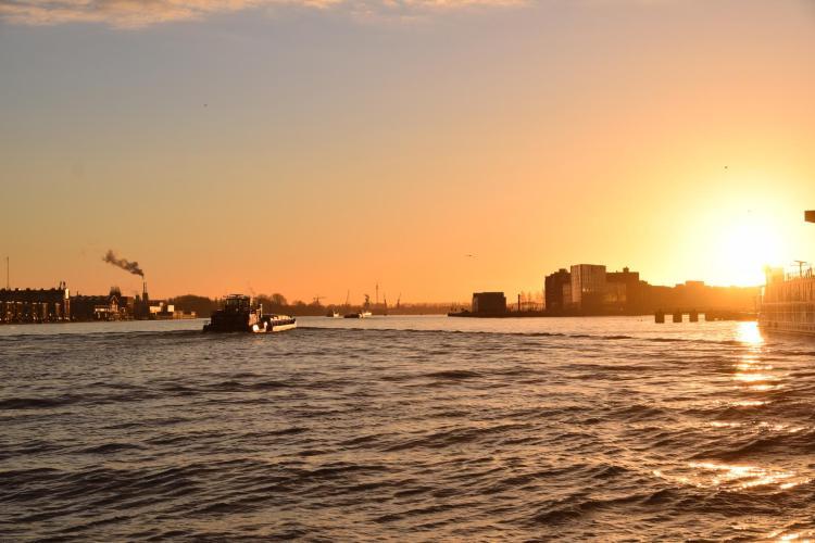 arosa flusskreuzfahrt rhein sonnenaufgang hafen amsterdam niederlande holland a-rosa aqua