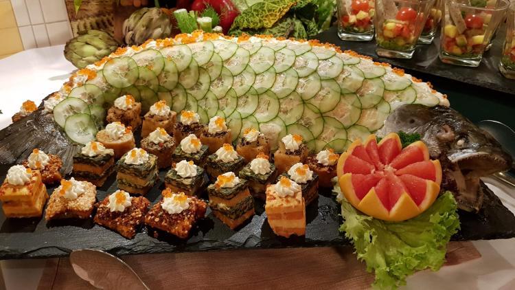 arosa flusskreuzfahrt rhein fisch abendessen restaurant a-rosa aqua