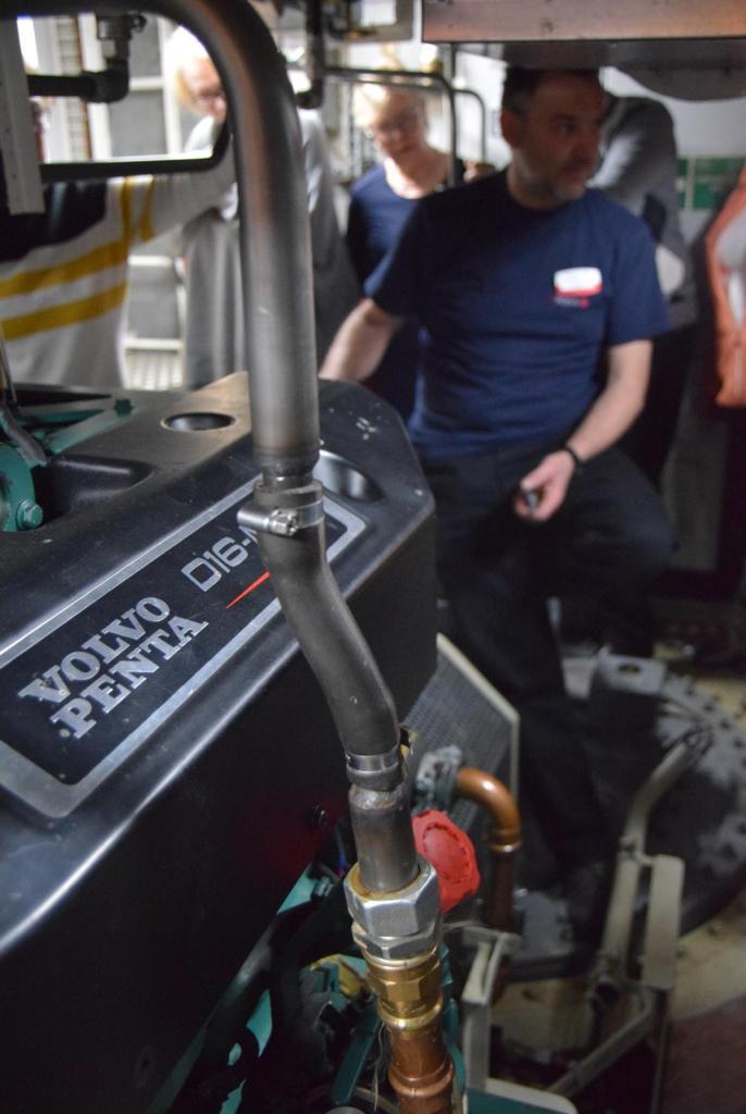 arosa flusskreuzfahrt flusskreuzfahrtschiff a-rosa aqua schiffsrundgang schiffsführung maschinenraum