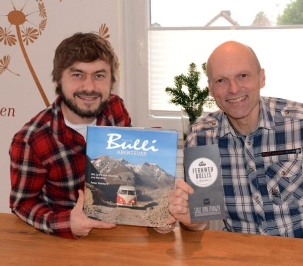 "Links Arkadius Byczek, Gründer Fernwehbullis, rechts Peter Gebhard, Autor ""Das große Bulli-Abenteuer"" & renommierter Fotograf"