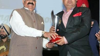 Photo of समाजसेवा में अहम कार्य करने के एवज में अनिरूद्ध गुप्ता को राज्यपाल ने किया सम्मानित